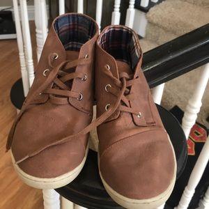 Toms boots brown size 6 men's